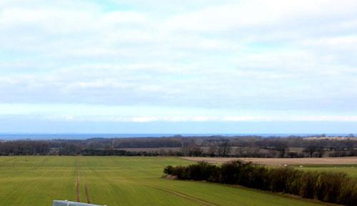 De Sehnsuchtsbarg - Blick op de Oostsee vun den Sehnsuchtsbarg