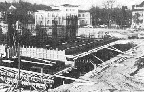 Bau des MARITIM Strandhotel Travemünde im Hintergrund das Hansahotel