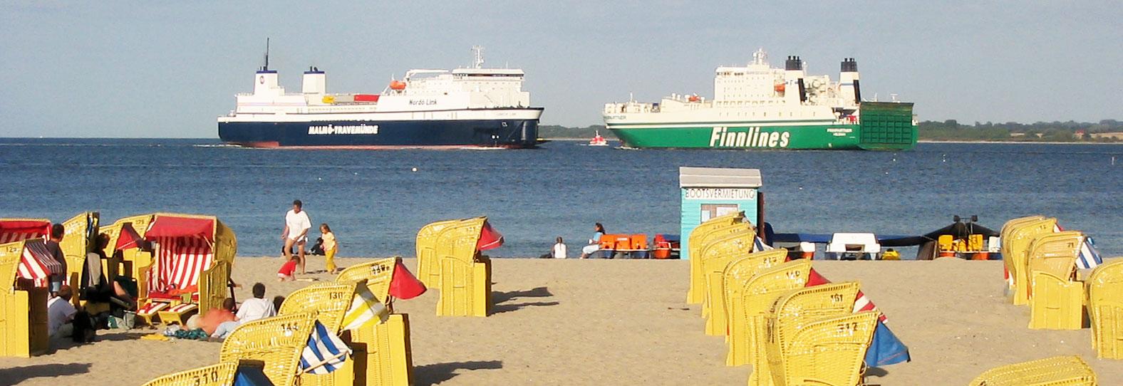 Schiffe, Strandkörbe, Ostsee in Travemünde